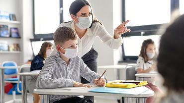 Pandemia koronawirusa. - Nauka zdalna lub hybrydowa będzie uzasadniona w powiatach o podwyższonym zagrożeniu epidemiologicznym - mówił szef MEN Dariusz Piontkowski