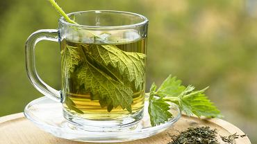Herbata z pokrzywy pomaga na wiele dolegliwości. Warto po nią sięgać, ponieważ wzmacnia, oczyszcza i regeneruje organizm.