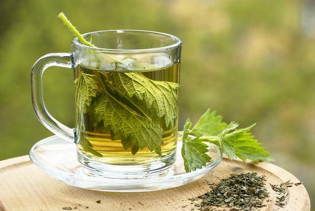 Herbata z pokrzywy - na co pomaga? Jak ją zrobić?