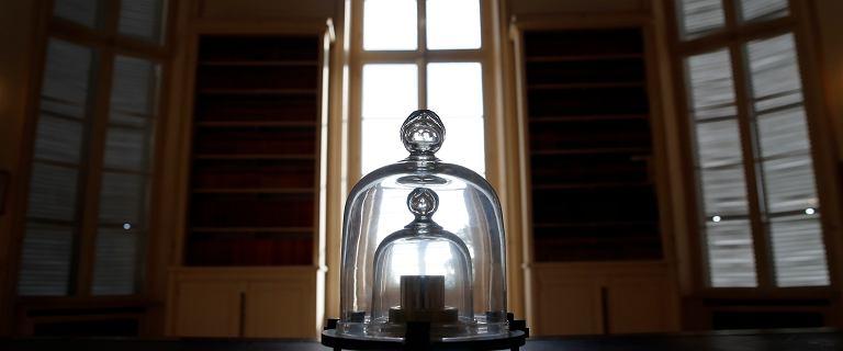 Kilogram przestał ważyć kilogram. Teraz naukowcy zmienią jego wzór