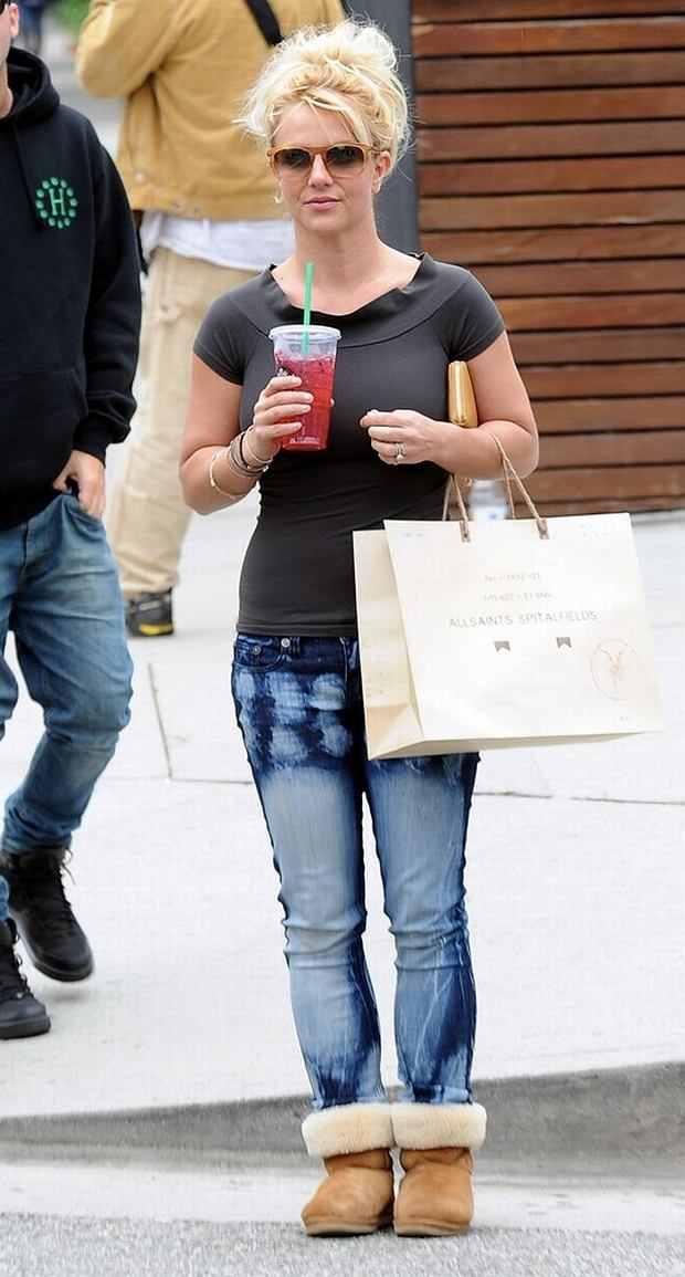 Britney Spears manages to fit in some retail therapy at Starbucks and All Saints along Robertson Boulevard in Beverly Hills, California before heading to her 'The X-Factor' judging gig.  Pictured: Britney Spears