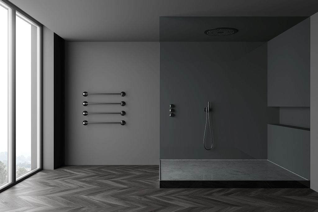 Łazienka z dużą kabiną prysznicową.