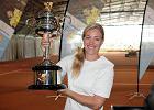 """Andżelika Kerber pokazała w Puszczykowie puchar za triumf w Australian Open. """"Jak skończę grać, zrobię tu wielką akademię"""""""