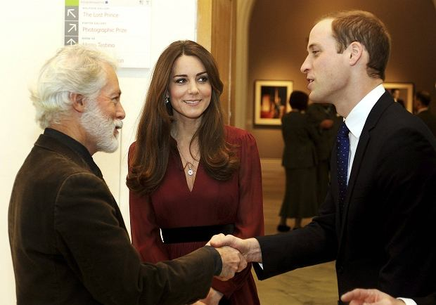 Glasgow-born artist Paul Emsley (L) greets Britain's Prince William (R) during a private viewing of his new official commissioned painting of Catherine, Duchess of Cambridge at the National Portrait Gallery in London January 11, 2013.  REUTERS/John Stillwell/POOL  (BRITAIN - Tags: ROYALS ENTERTAINMENT)