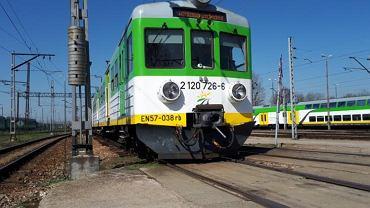 Najstarszy pociąg Kolei Mazowieckich typu EN57 z 1963 r.