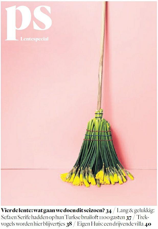 Okładka weekendowego wydania Het Parool. 'Świętujmy wiosnę: co zrobimy w tym sezonie?' Siła minimalizmu: w miotle z żółtych żonkili kryje się mnóstwo symboli - wiosna, porządki, kreatywność