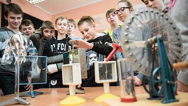 Gimnazjum Sportowe nr 8 Bydgoszczy. Lekcja fizyki w 1 klasie gimnazjalnej