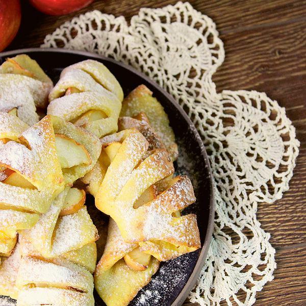 Jabłka w cieście serowym