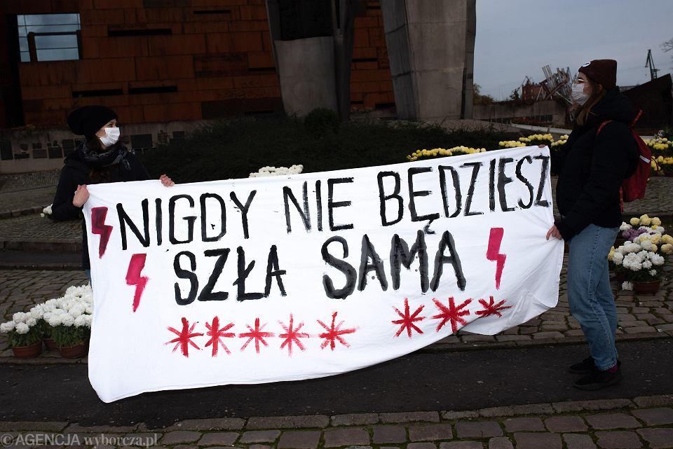 Protest Strajku Kobiet na Placu Solidarności w Gdańsku