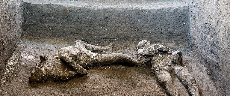 """Odkrycie w Pompejach. Mężczyźni uciekali przed śmiercią. Zabiła ich """"płonąca chmura"""""""