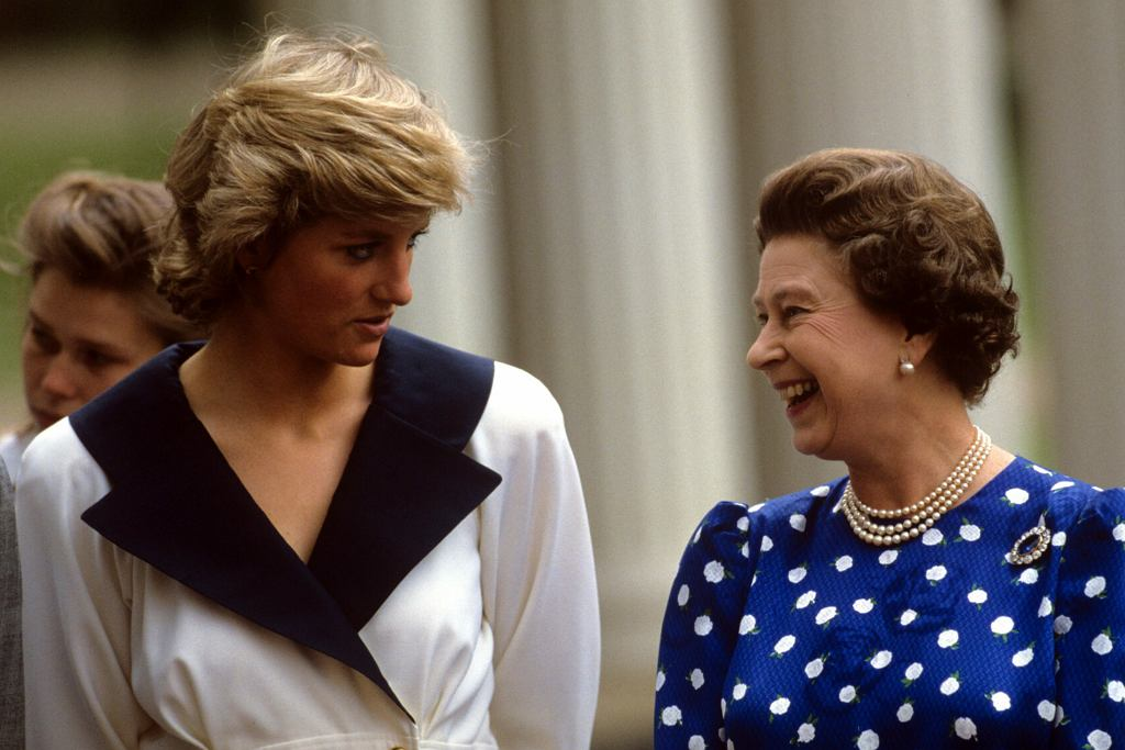 Księżna Diana, królowa Elżbieta II