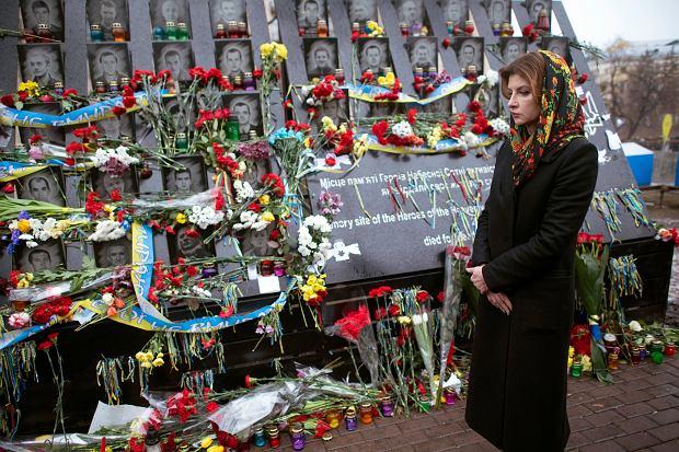 20 lutego, Kijów, czuwanie przy memoriale poległych na Majdanie. Dzień wcześniej przed pomnikiem klęknął Donald Tusk