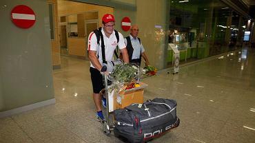 14 sierpnia 2013 r., Paweł Fajdek i trener Czesław Cybulski na lotnisku w Poznaniu po przylocie z Moskwy, gdzie Fajdek zdobył mistrzostwo świata