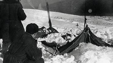 Grupa ratunkowa odnajduje namiot grupy Diatłowa