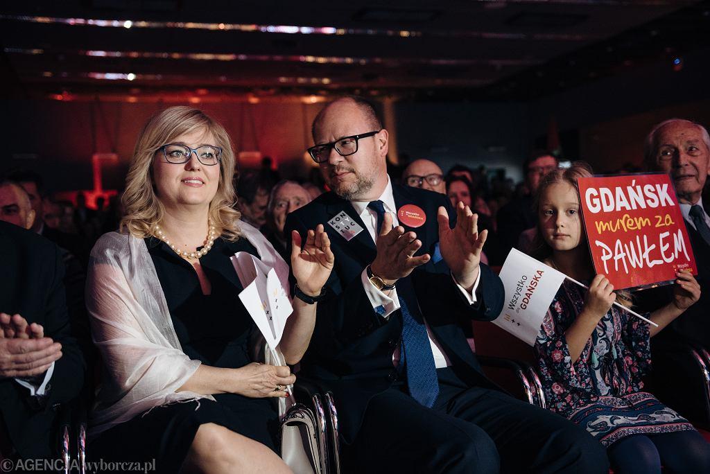 Paweł Adamowicz z zona Magdalena i córką Teresa