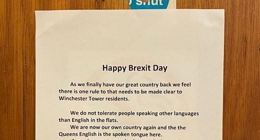 Rasistowski plakat w bloku mieszkalnym w Norwich