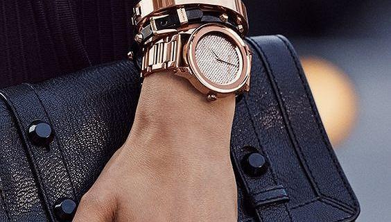 Uwielbiane przez kobiety buty, zegarki oraz torebki marki Michael Kors