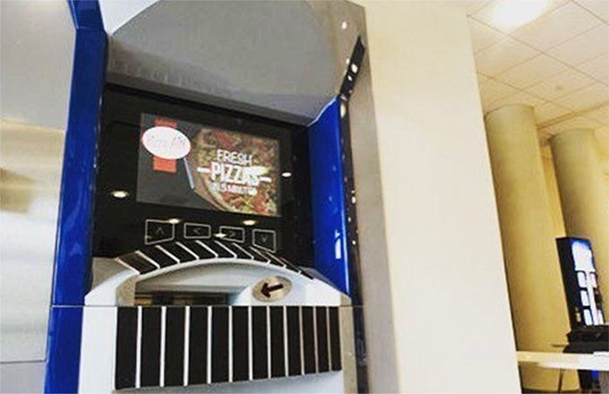 Zdjęcie numer 1 w galerii - Zamów gorącą pizzę z... bankomatu. Pierwszy taki automat w USA