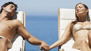 Brązowe zabarwienie skóry zawdzięczamy melaninie, która odkłada się w naskórku, by chronić komórki skóry przed uszkodzeniem