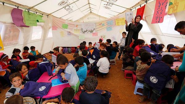 Potrzebne są zeszyty, kredki, piórniki, plecaki. Zbiórka wyprawek szkolnych dla uchodźców