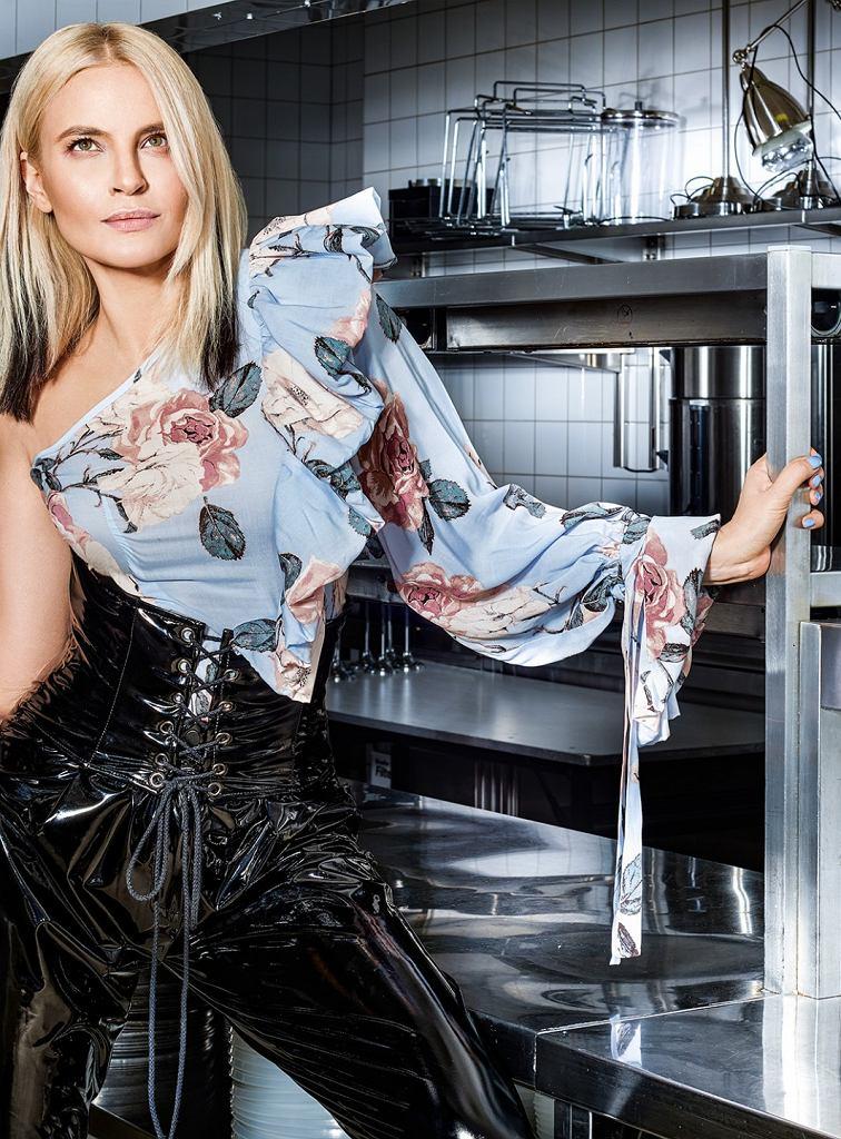 SI-MI x Joanna Horodyńska - kolekcja Lullaby na wiosnę 2017. Bluzka na jedno ramię 440 zł