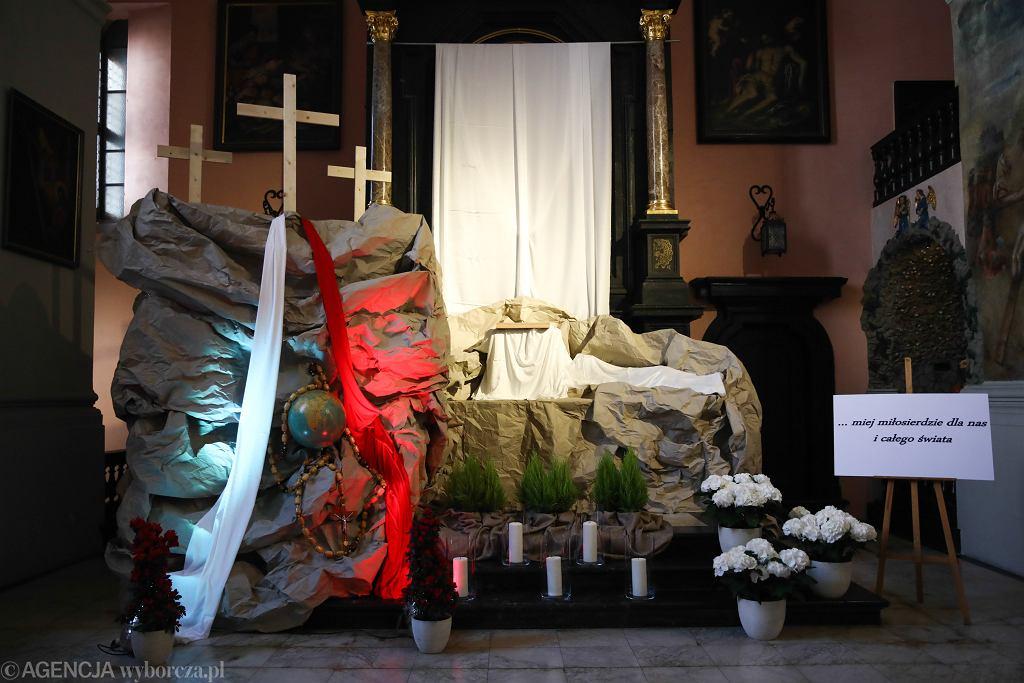 Wielki Piątek. Liturgia w telewizji i online. Gdzie oglądać? (zdjęcie ilustracyjne)