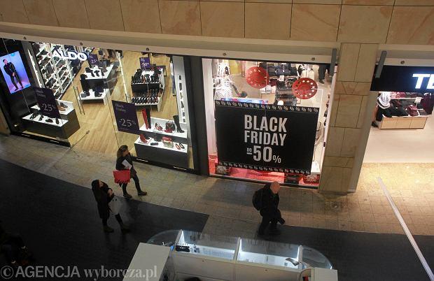 b45253ae37be49 Czarny Piątek to okazja do kupienia upatrzonych produktów taniej. Wyprzedaże  są organizowane w większości sklepów