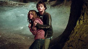 Emma Watson (z lewej)