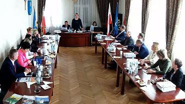 Radni gminy Wola Krzysztoporska usunęli unijną flagę