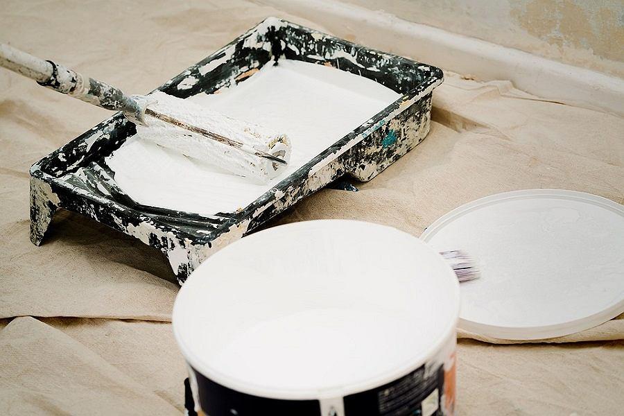 Malowanie ścian to jeden ze sprawdzonych sposobów na odświeżenie wnętrza.