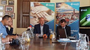 Prezydent Wrocławia chwalił w piątek MPWiK m.in. za to, że spółka usuwa awarię w cztery godziny.