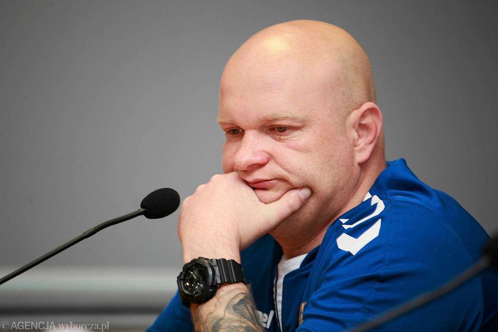 Maciej Bartoszek podczas konferencji prasowej