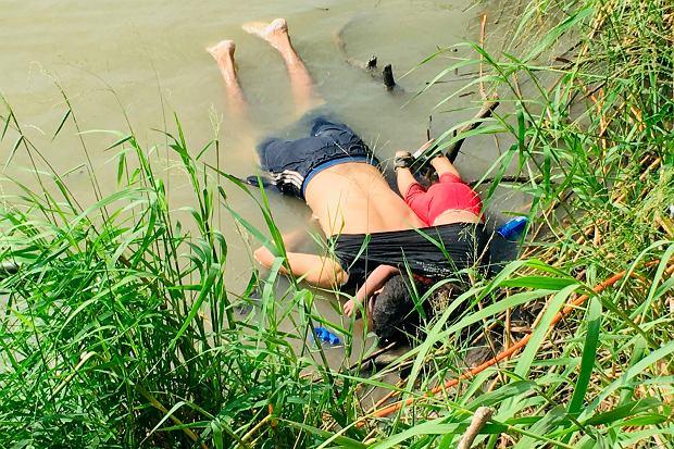 Oscar Alberto Martinez Ramirez i jego 2-letnia córka Valeria utonęli podczas próby przekroczenia granicy Meksyku i USA