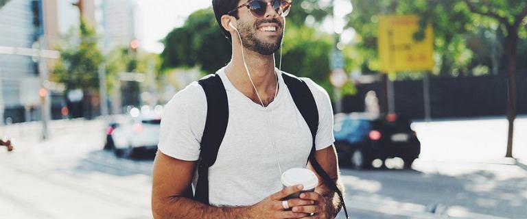 Wygodne i stylowe t-shirty męskie z sieciówek - teraz w wielkiej wyprzedaży!