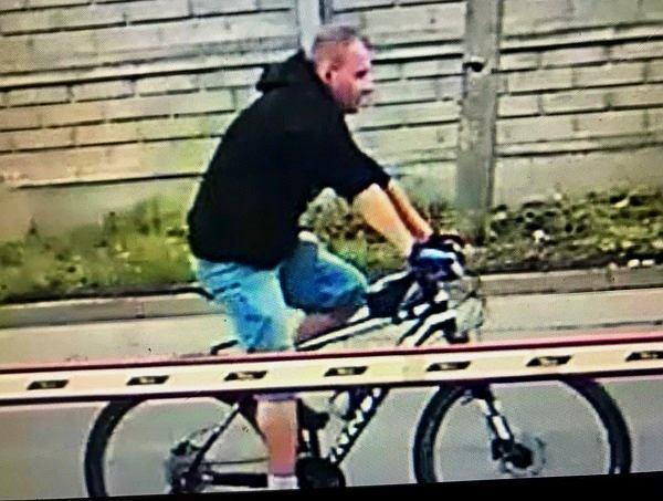 Chorzów. Rowerzysta uderzył pięścią w twarz 68-latka, bo ten nie zszedł z chodnika