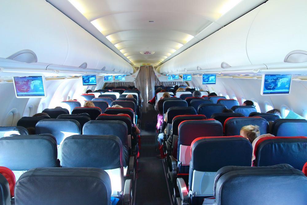 Limit w samolotach na razie zostaje