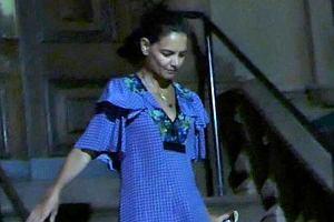 Katie Holmes i Suri Cruise wychodzą z restauracji z tajemniczym mężczyzną
