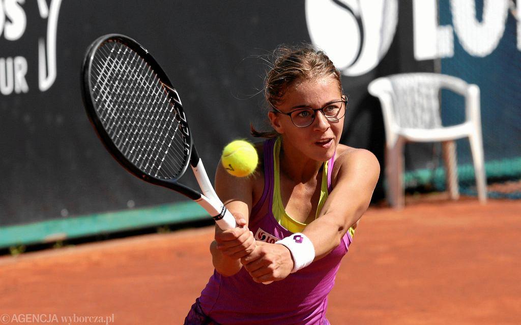 Maja Chwalińska podczas finału z Anstazją Komardiną w turnieju WSG Open na kortach Legii