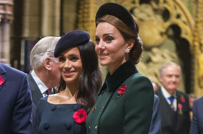 Ciężarna Meghan i elegancka księżna Kate na oficjalnym wyjściu z mężami. Która wypadła lepiej? My mamy swój typ