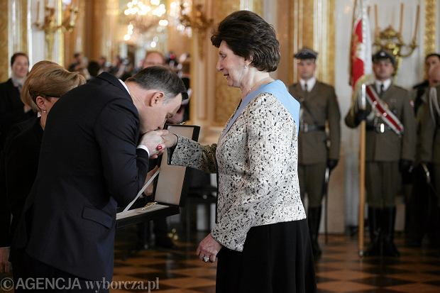 Prezydent Andrzej Duda podczas wręczania Orderu Orła Białego Irenie Kirszensztajn-Szewińskiej