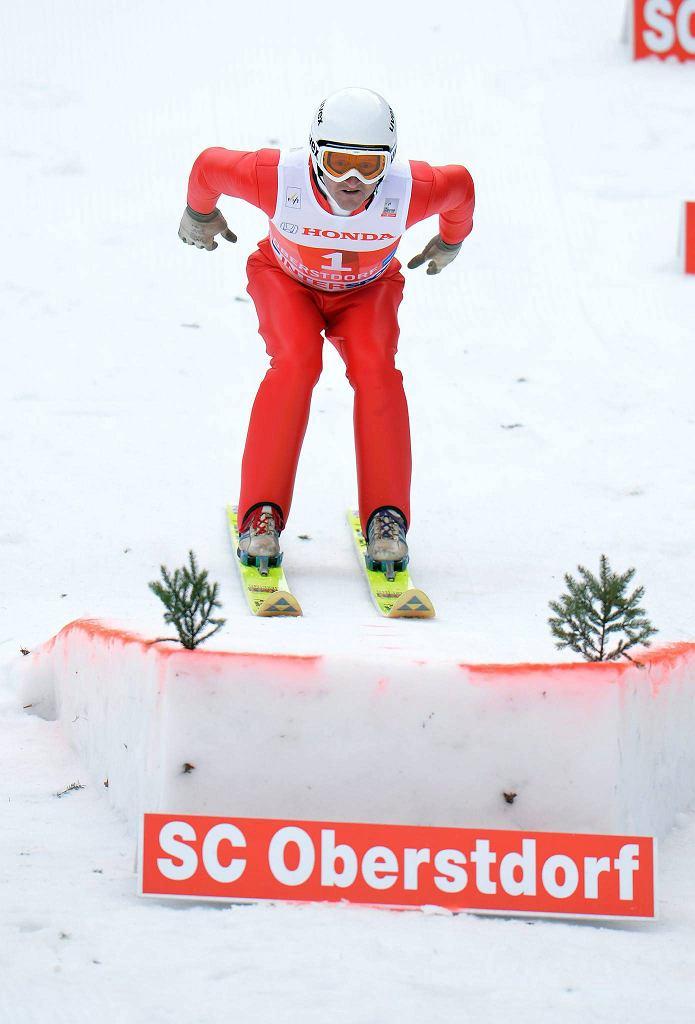 Eddie Edwards skacze w Oberstdorfie