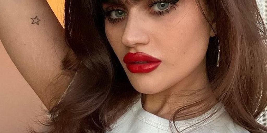 Modelka przestała regulować brwi. Nietypowy wygląd zapewnił jej ogromny sukces