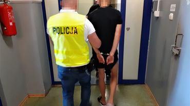 Policja zatrzymała sprawców pobicia na plaży w Łebie