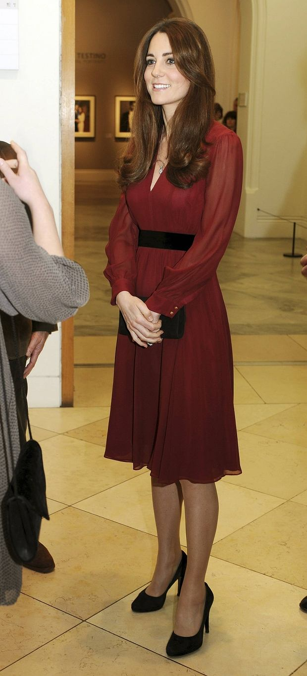 ATTENTION EDITORS - CORRECTED CAPTION  Britain's Catherine, Duchess of Cambridge attends a private viewing of her new official commissioned painting by Glasgow-born artist Paul Emsley at the National Portrait Gallery in London January 11, 2013.  REUTERS/John Stillwell/POOL  (BRITAIN - Tags: ROYALS ENTERTAINMENT)