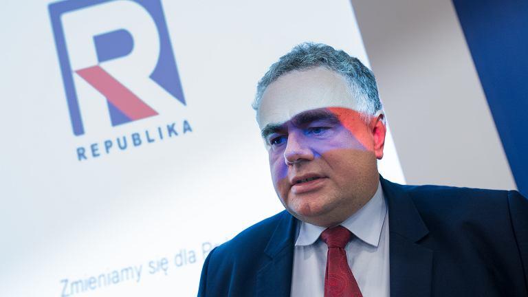 Red. Tomasz Sakiewicz podczas konferencji TV Republika. Warszawa, 9 października 217