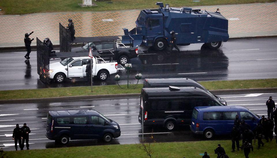 11.10.2020, Mińsk, siły rządowe przeciwko protestującym.