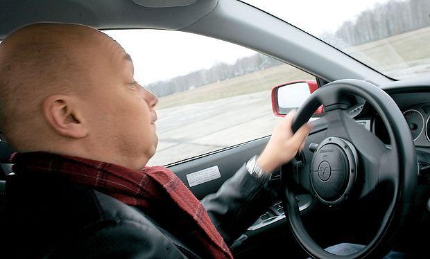 Samochody: Orliński na kursie bezpiecznej jazdy, samochody, Lekcja 2: Gaz na zakręcie