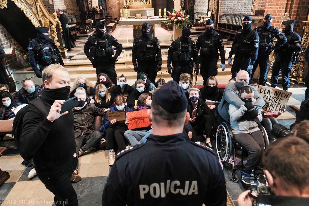 Protest w katedrze poznańskiej
