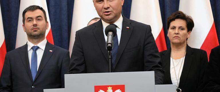 Andrzej Duda łamiącym się głosem żegna Pawła Adamowicza
