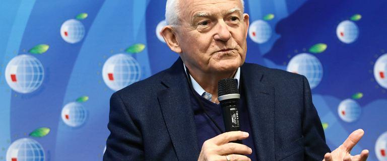 """Leszek Miller mówił, że Wałęsa """"nie skakał przez płot"""". Teraz przeprasza"""
